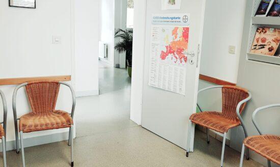 Wartezimmer Kleintierpraxis Claus Römberg